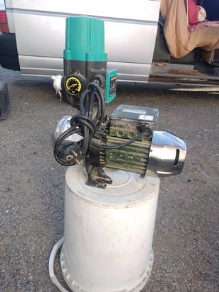 hola se vende una bomba de agua con el automático