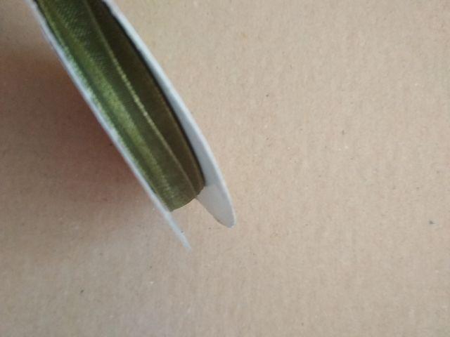 Rollo de cinta de organza verde oliva