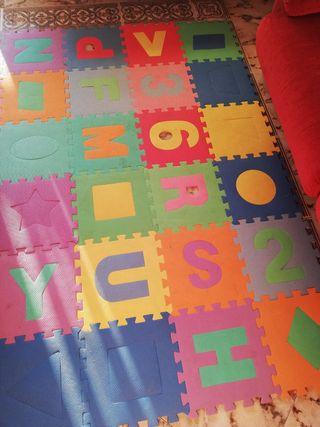 Alfombra puzzle bebé. 22 piezas.