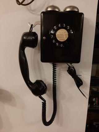 Telefono antiguo baquelita año 1950 pared