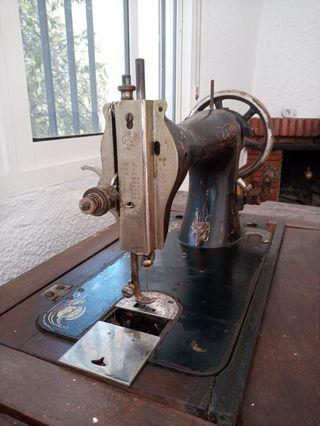 Maquina de coser antigua Kayser