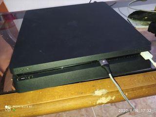 PS4 slim negra con 2 mandos