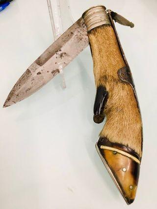 Navaja caza antigua Albacete con pezuña original