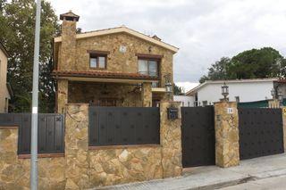Preciosa casa de estilo rústico