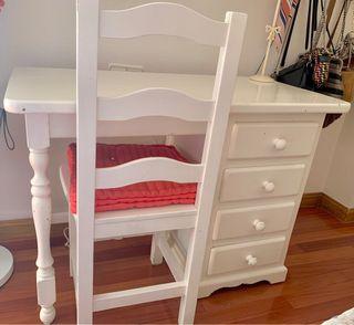 Mesa de madera maciza lacada en blanco