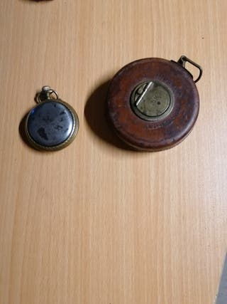 reloj antiguo i un metro antiguo