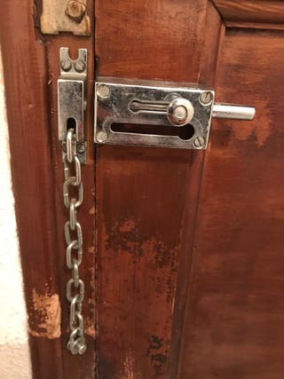 Antiguo cerrojo seguridad para puerta con cadena