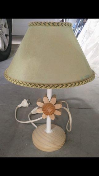 Lámpara pequeña de mesilla