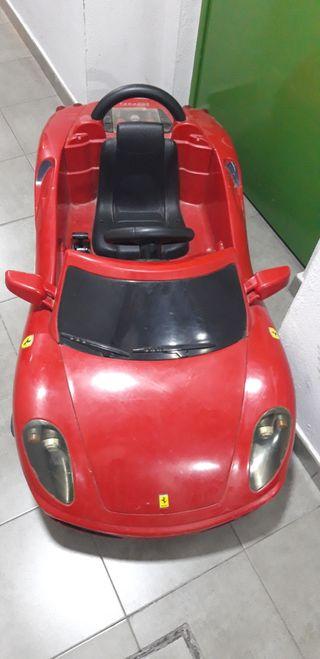 Ferrari coche niño.