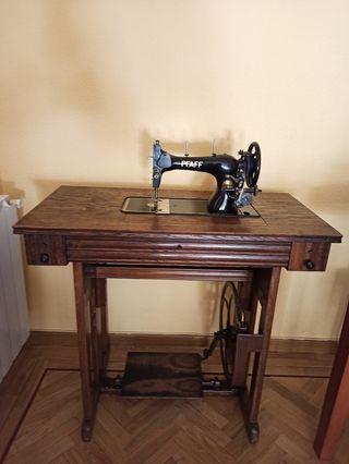 Maquina de coser Pfaff