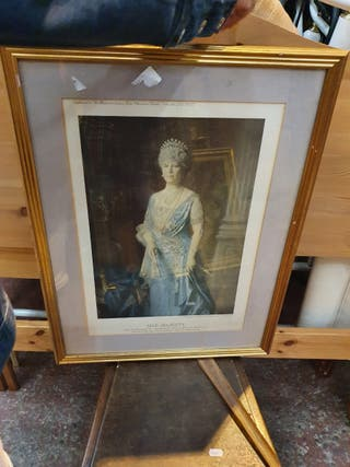 Royal pictures in gold frames