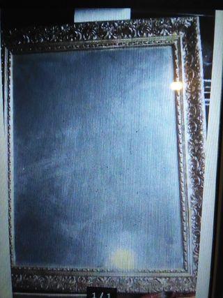 espejo con marco dorado
