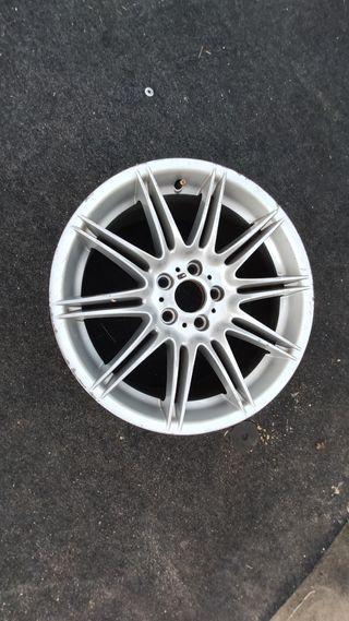 """2 llantas 19"""" BMW con fisuras en el aluminio"""