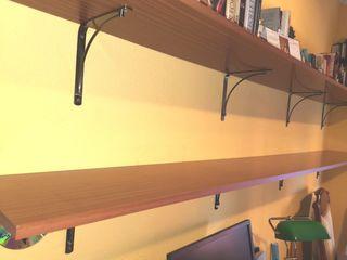 2 estanterías de madera. 100 c/u