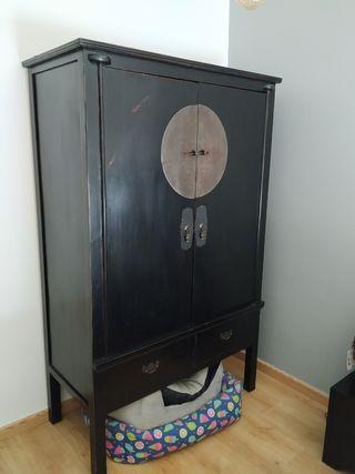 armario oriental negro