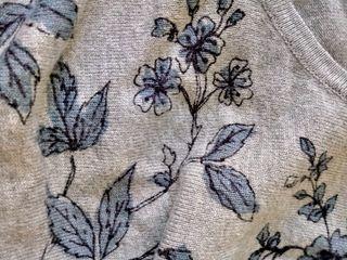 Vestido gris de flores