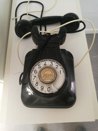 Teléfono antiguo de pared baquelita