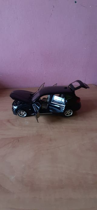 coche BMW X1 escala 1/18