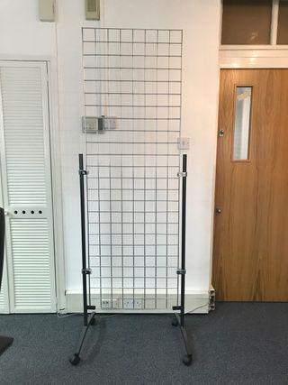 Showroom grid medium size.