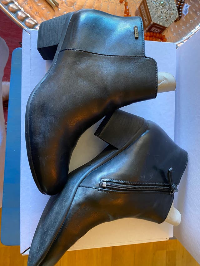 Botines Clarks piel color negro cremallera lateral