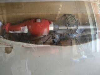 Brazo electrónico con batidora y trituradora