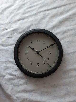Reloj de pared marca Ikea