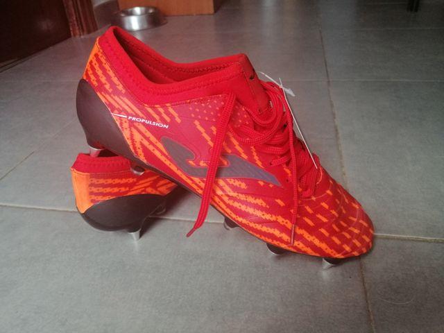 Botas de fútbol taco mixto