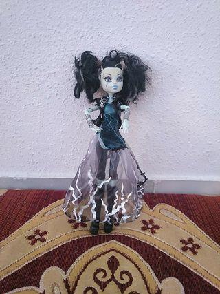 muñeca Monster high con articulaciones