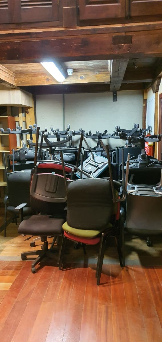 Vendo 40 sillas oficina a buen precio.