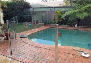 Valla seguridad área piscina privada