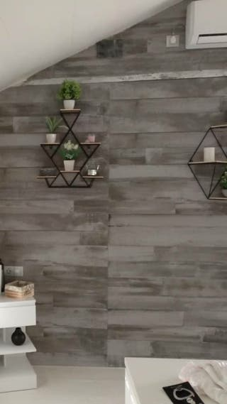 Porcelanico efecto madera en gris primera