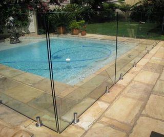 Valla instalación seguridad para piscinas