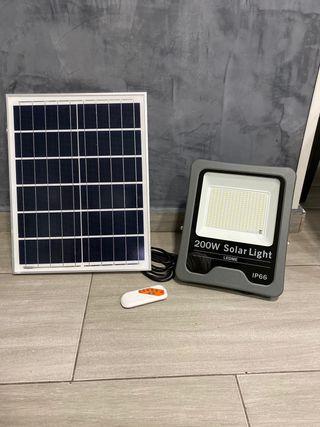 Foco con placa solar