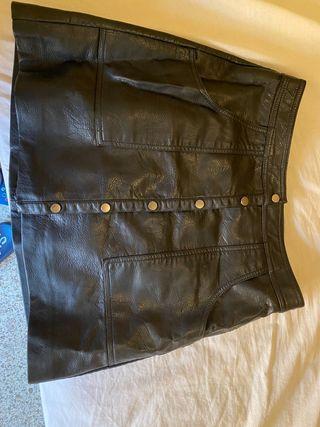 Falda cuero negra
