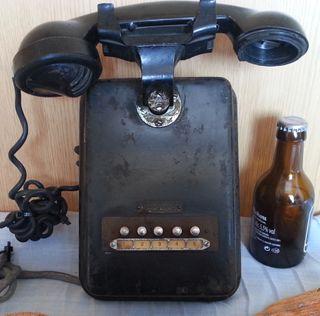 Teléfono antiguo de pared. Años 40-50. Baquelita