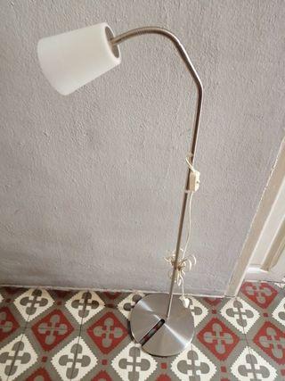 Lámpara pie flexo