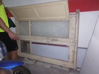ventana preciosa de madera