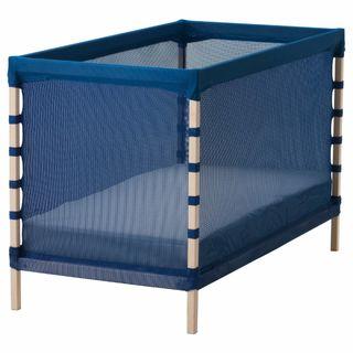 Petit lit Flitig avec matelas. Pas d'envoi