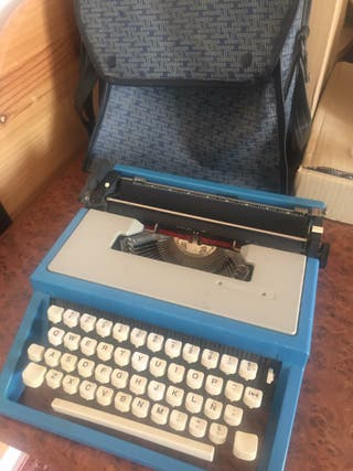 Maquina de Escribir Olivetti antigua