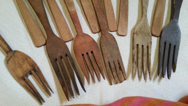 Cubiertos viejos en madera. 12 piezas