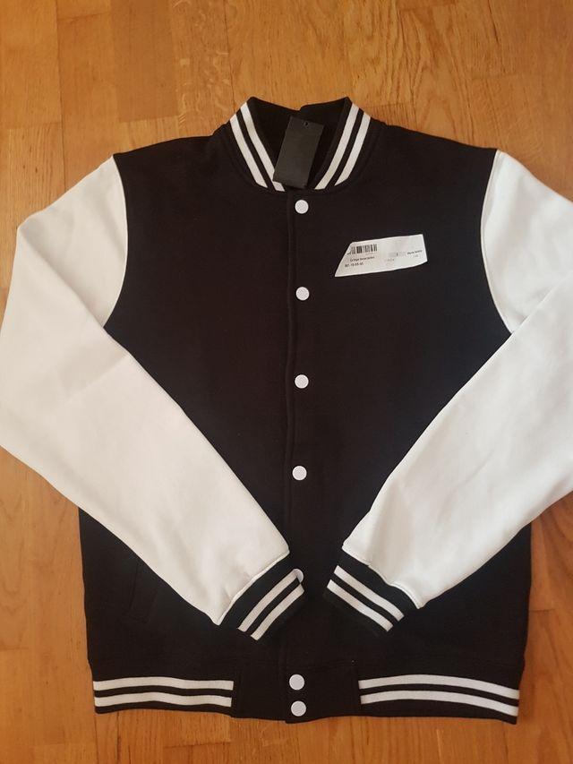 chaqueta tipo high school