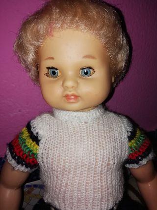 muñeca muy antigua unos 40 centímetros