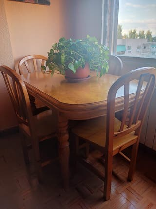 Mesa extensible y sus 6 sillas madera maciza. Haya