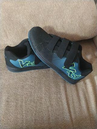 NUEVAS Zapatillas anchas , cómodas Niño N° 35