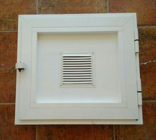 Rejilla/puerta de reparación y ventilación