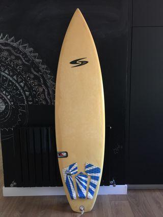 Tabla de surf 6'4 en perfectas condiciones