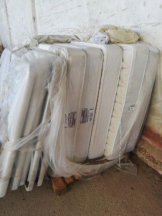 Colchón y somier de 1,35 x 2 metros