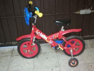 Bicicleta niño Mickey Mouse con ruedines