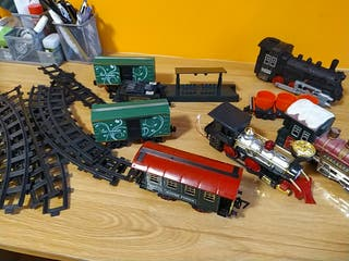 Lote trenes, vagones y vías de juguete.