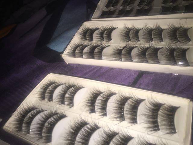 Women's eye lashes